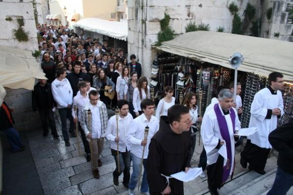 Križni put mladih grada Splita